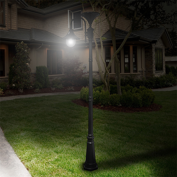 Solar Everest Lamp Post with Single Lamp Head Image